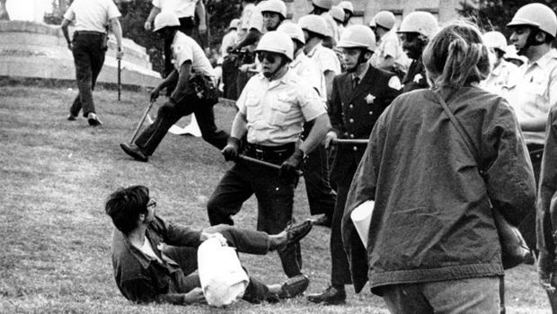 "NATO summit Chicago Police [19659020] Chicago police officers confront a demonstrator on the ground at Grant Park in Chicago during the city's hosting of the Democratic National Assembly, August 26, 1968. </p> </div> <p>                                               AP </p> </figcaption></figure> <p>  Bill Jaconetti was a rookie police officer in 1968, who was invited to protest in Grant Park: ""We knew the convention would come to the city, and we knew there were likely to be some problems,"" he said , </p><div><script async src="
