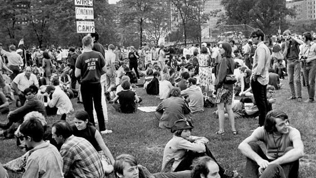 "anti-war demonstrators [19659014] On August 25, 1968, demonstrators gathered in Lincoln Park, Chicago, to protest the war while Democratic National Convention delegates poured into the city. </p> </div> <p>                                               AP </p> </figcaption></figure> <p>  The primaries had been explosive; President Johnson was forced by the success of Senator Eugene McCarthy in New Hampshire. Robert Kennedy was murdered during the night when he won the California area code. Vice President Hubert Humphrey did not enter </em> any primaries </em> but was favored to win the nomination. </p> <p>  ""Hubert Humphrey was the establishment,"" said Schieffer, ""and he represented the big bosses and the traditional Democrats. The party, the politicians, the mayors of the big city, they certainly were not satisfied with Gene McCarthy, his only campaign was: ""I will end the war in Vietnam."" </p> <p>  The city said in a year of assassinations and riots, it could not allow demonstrators to march on convention or sleep in city parks. </p> <figure class="