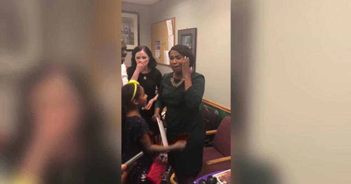 the latest d56ee 0acc7 Ayanna Pressley defeats Dem Rep. Michael Capuano in upset primary victory -  CBS News