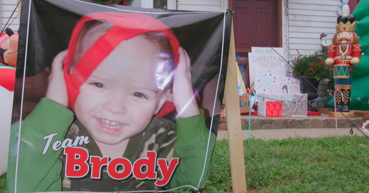 An Ohio town celebrates Christmas early for a young cancer patient