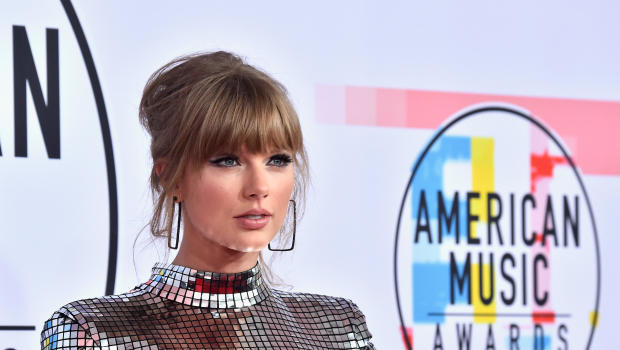 Taylor Swift urges fans to vote on election day