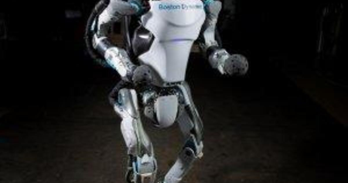 Boston Dynamics Robot Atlas Runs And Leaps With Parkour Moves