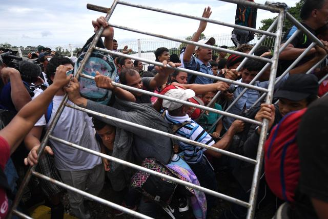 Clashes at the border - Migrant caravan seeks refuge