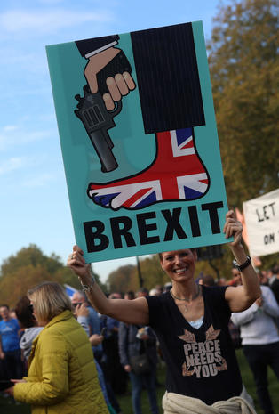 700,000 march in London against Brexit