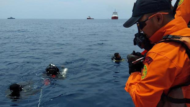 Lion Air plane crashes into sea off Indonesia