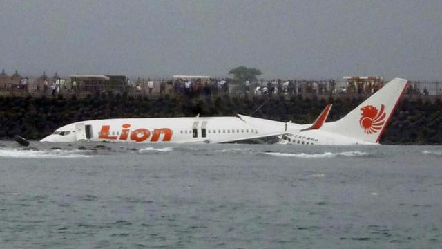 Indonesia Plane Crash Lion Air Flight Jt610 Plunges Into Java Sea Off Indonesian Coast With 189 People On Board Live Updates Cbs News