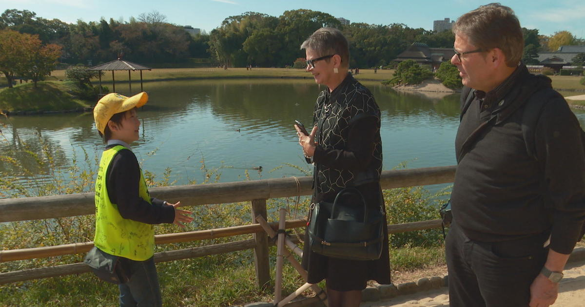 10-year-old tour guide charms tourists in Japanese garden