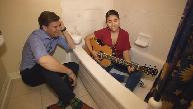 alessia-cara-singing-in-the-bathtub-with-lee-cowan-620.jpg