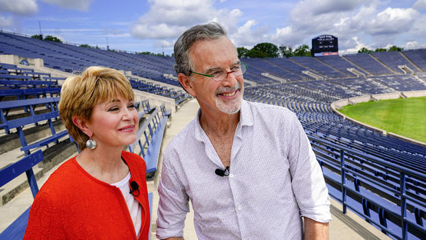 garry-trudeau-and-jane-pauley-yale-stadium-620.jpg
