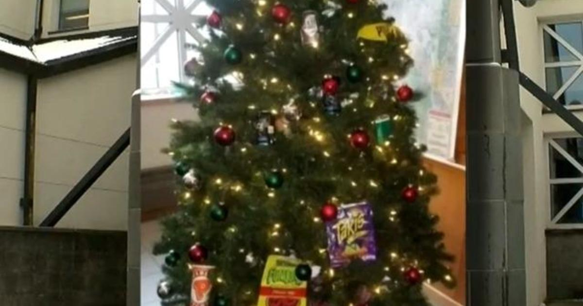 Minnesota PD Christmas tree: Minneapolis police commander replaced ...