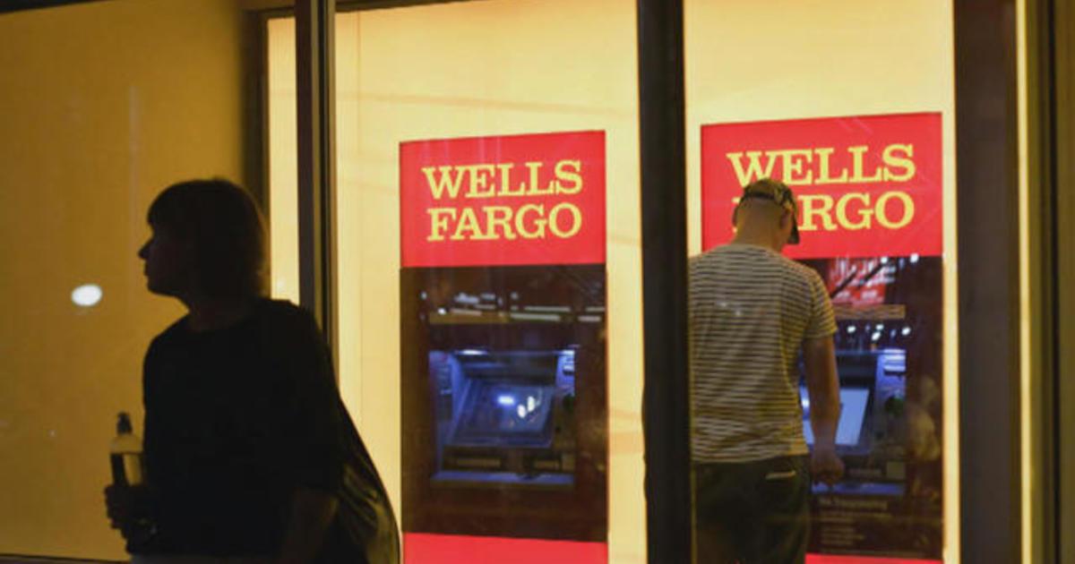 Wells Fargo computer glitch blamed after hundreds lose homes