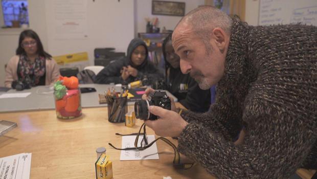 mike-kamber-teaching-students-at-bronx-documentary-center-620.jpg