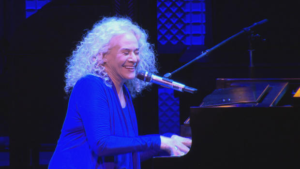 carole-king-on-stage-in-broadway-musical-beautiful-cbs-news-620.jpg