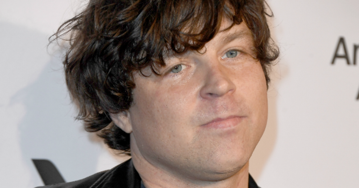Ryan Adams report: Several women claim singer-songwriter was sexually inappropriate — New York Times report - CBS News thumbnail