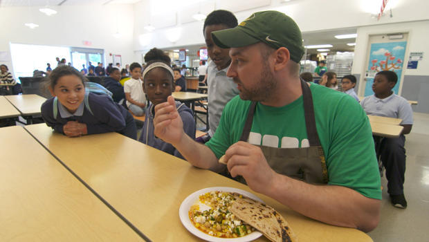 brigaid-chef-with-school-children-in-cafeteria-620.jpg