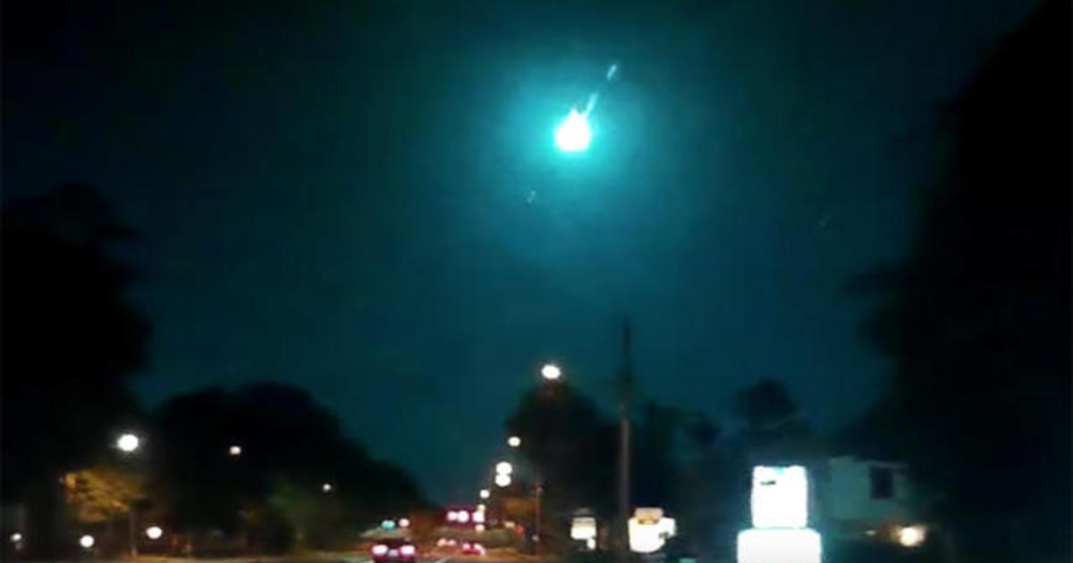 Large green meteor streaks through sky over Florida, Georgia