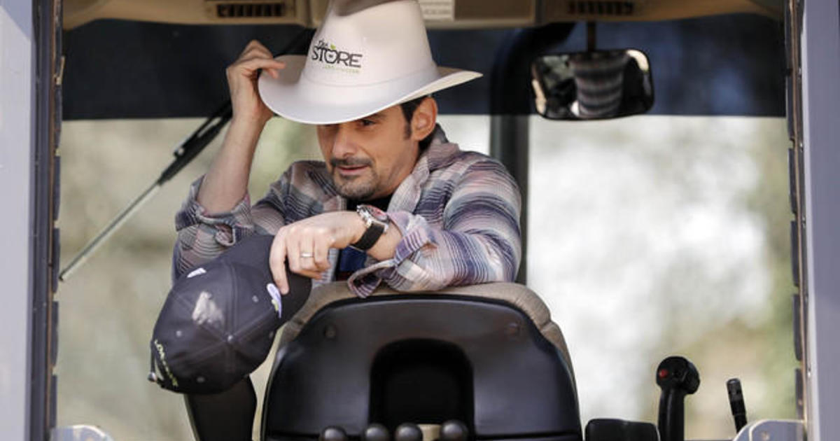 52b1079783521 Brad Paisley grocery store  Country star opens up free grocery store ...