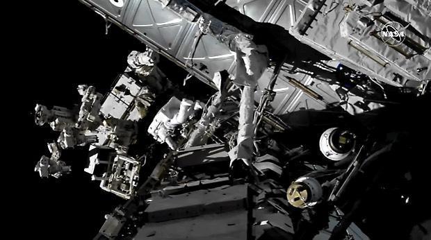 spacewalk-040819-eva2.jpg