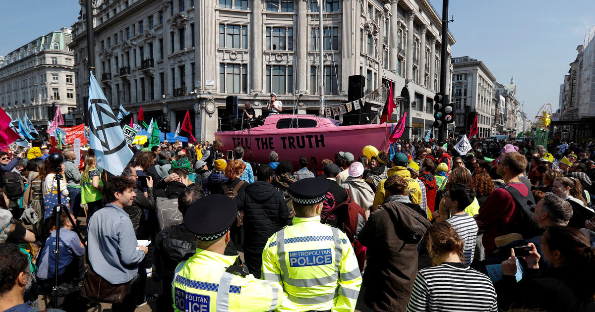 Climate change protests stop traffic in the heart of London