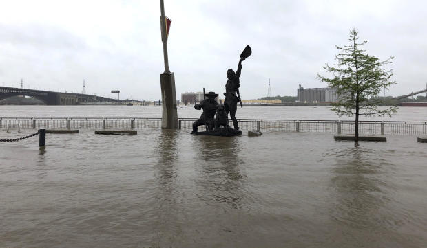 Mississippi River expected to crest Monday on the St. Louis Riverfront