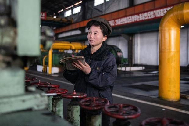 north-korea_worker