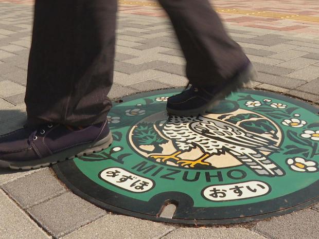 japan-manhole-cover-art-walking-on-a-manhole-promo.jpg