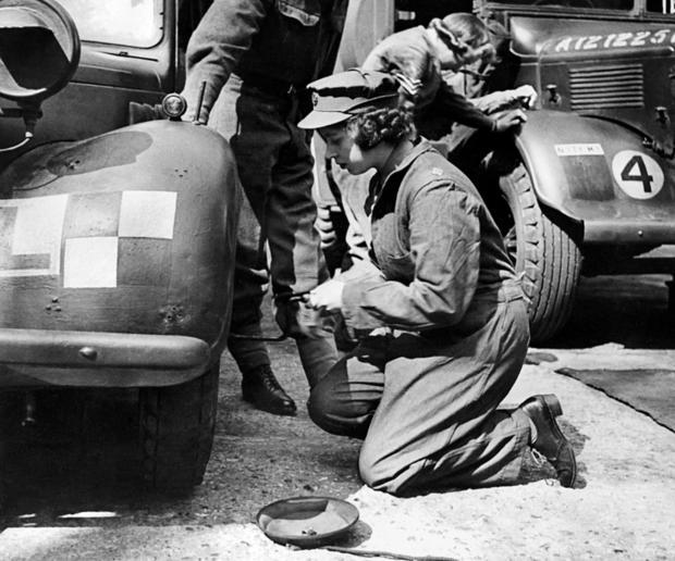 UK-WWII-ROYALS-ELIZABETH