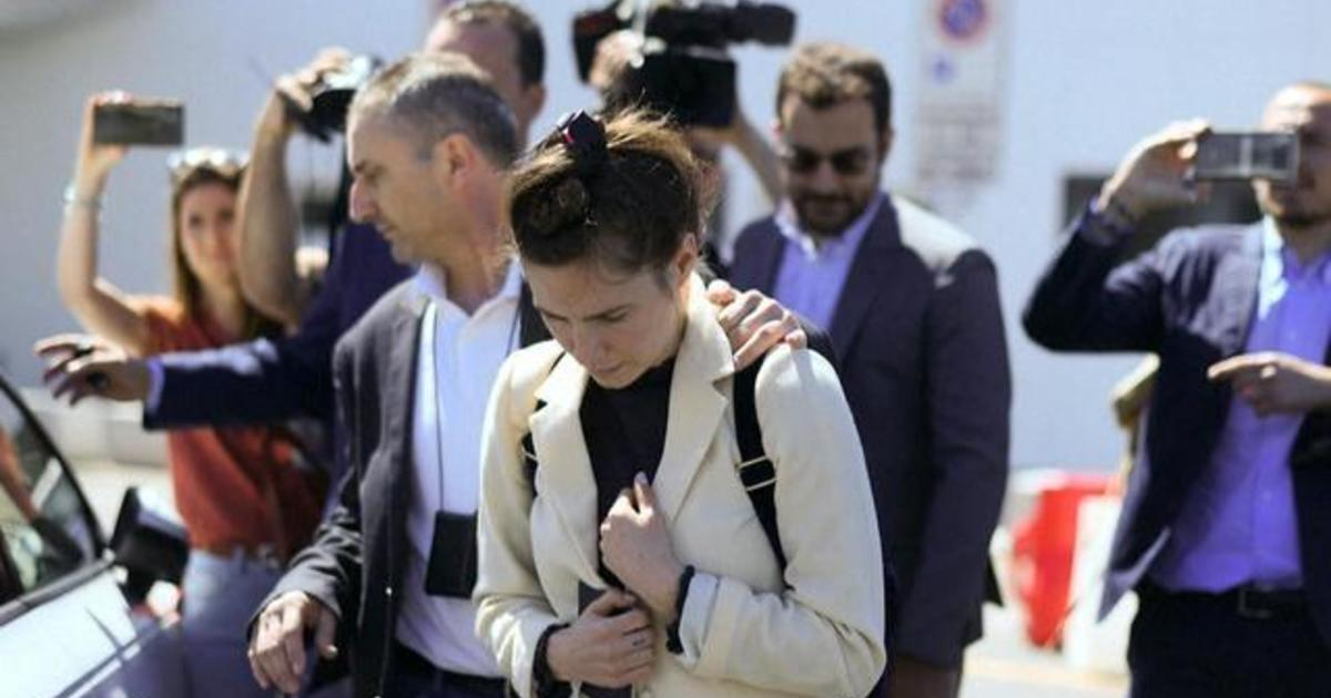 "Amanda Knox ""traumatized"" by media firestorm surrounding her return to Italy"