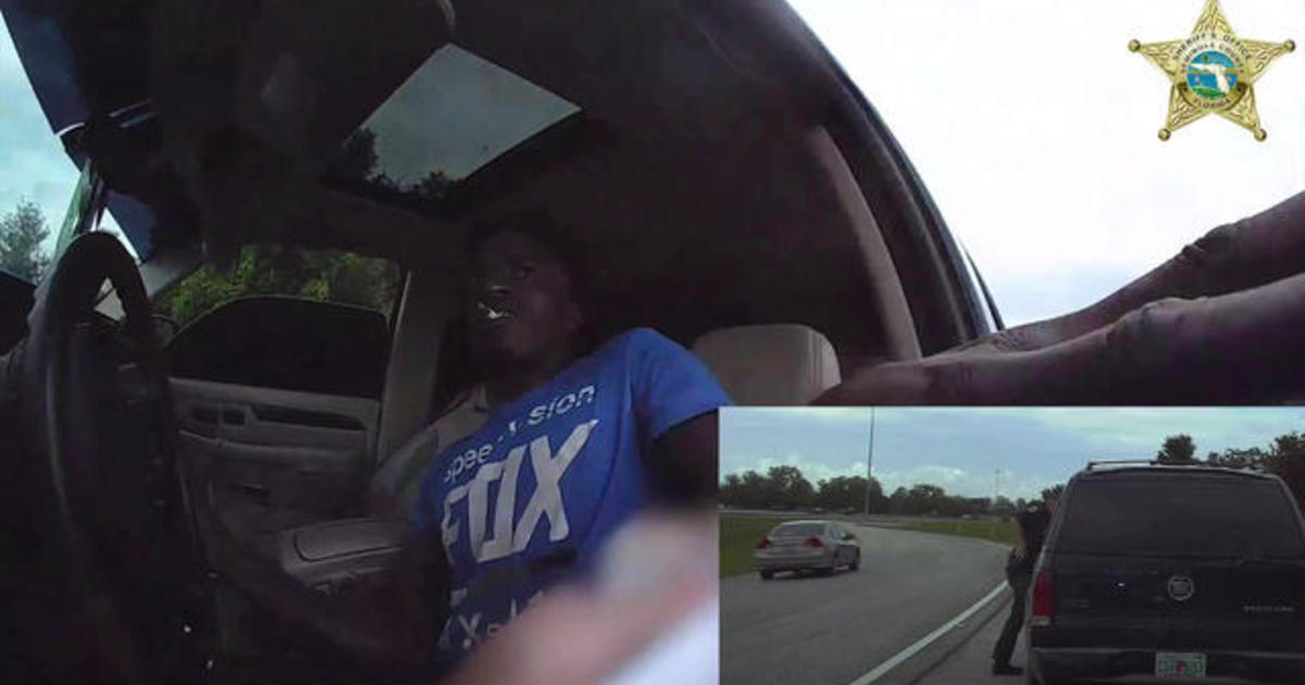 Video shows Florida police officer being dragged by car