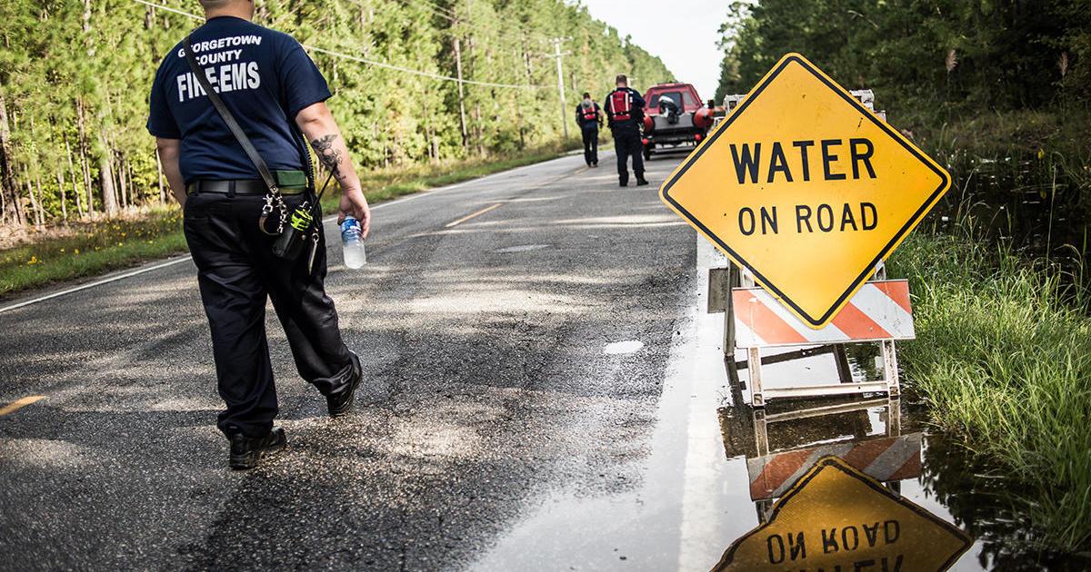 1 dead after lightning strikes tree in South Carolina - CBS News
