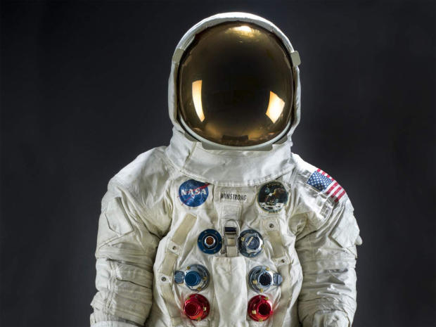 pressure-suit-a7-l-worn-by-neil-armstrong-apollo-11-smithsonian-promo.jpg
