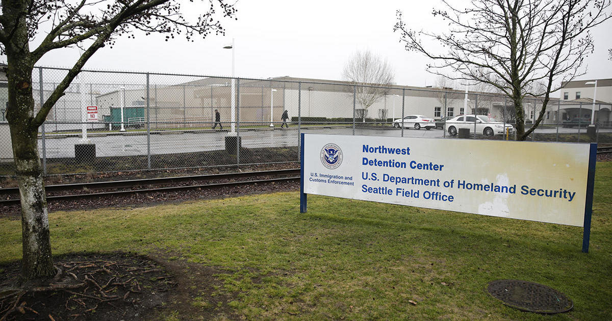 Migrant detention facility: Man killed after trying to throw