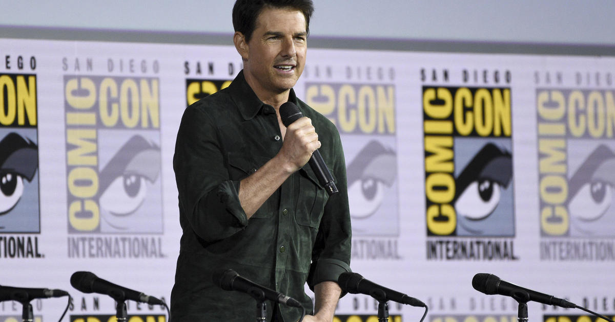 "Top Gun: Tom Cruise surprises San Diego Comic-Con audience with ""Top Gun: Maverick"" trailer"