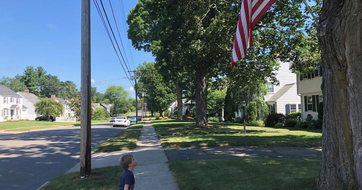 Finn Daly American flag: Todd Disque builds bench for boy to look at flag