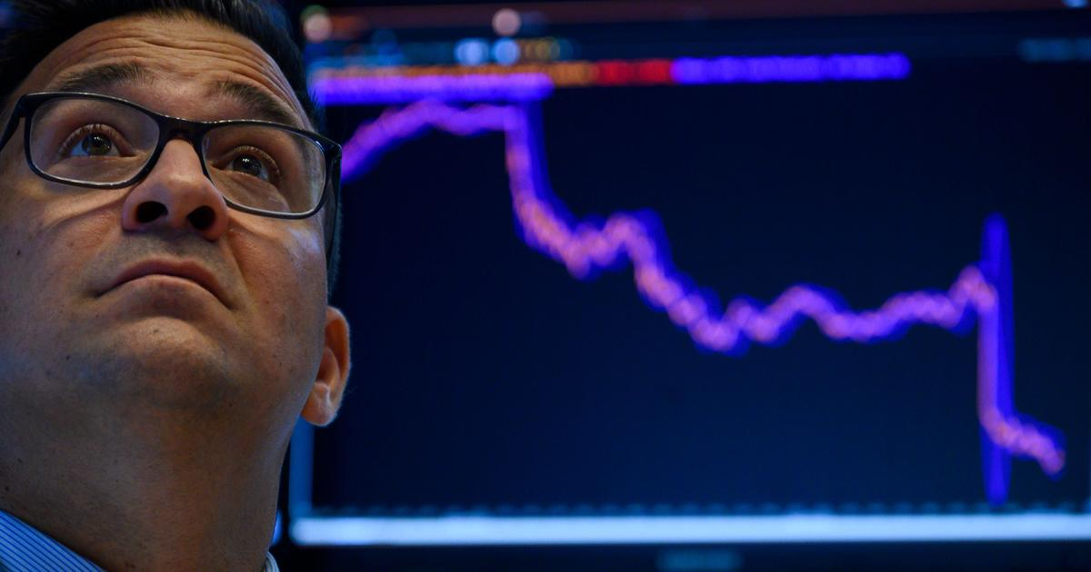 Stock market sinks on growing recession fears