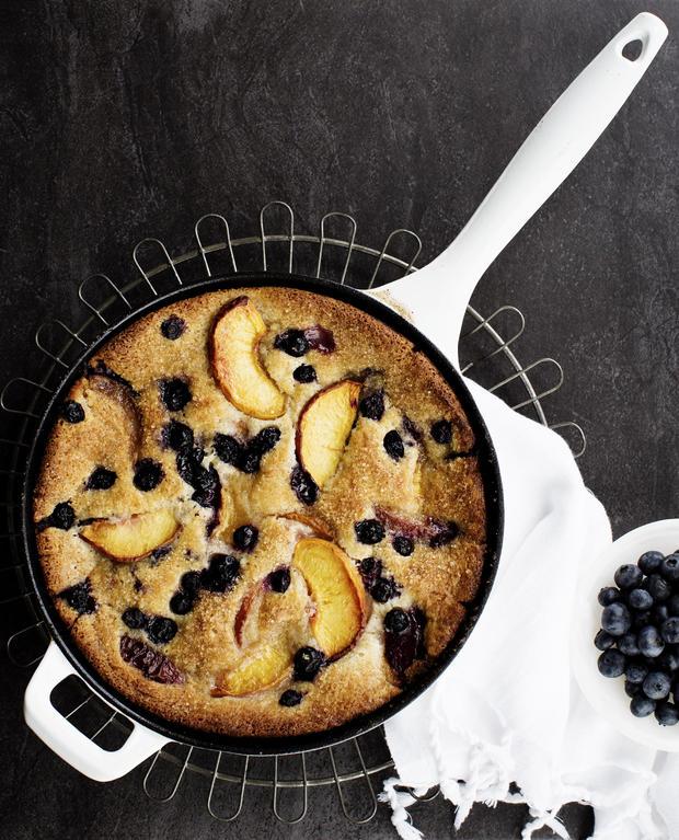 peachtruck-skillet-peach-blueberry-cobbler-012-crop.jpg