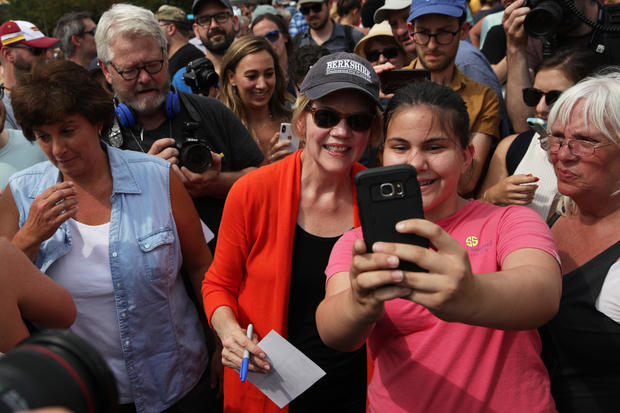 2020 Democratic candidates embrace the selfie line