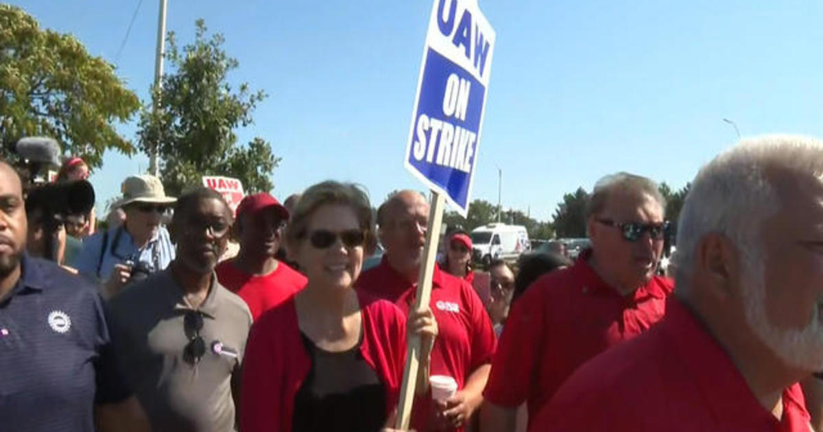 Biden and Warren join striking GM autoworkers