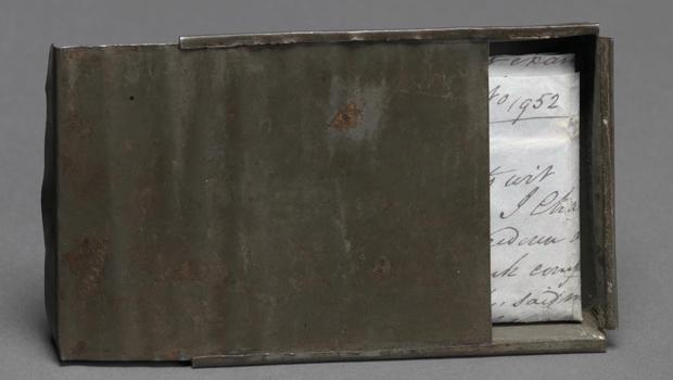 tin-wallet-smithsonian-620.jpg
