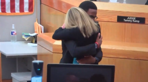 botham-jean-brother-hugs-amber-guyger.png