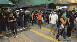 Hong Kong protests: Weekend clashes, weekday capitalism