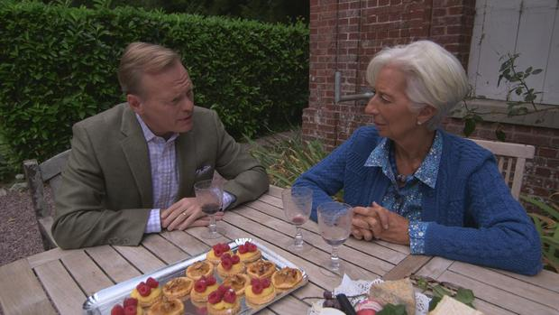 lagarde-drinking-wine-intv-ms-sub-01.jpg