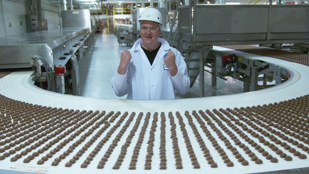 luke-burbank-at-mars-candy-factory-620.jpg
