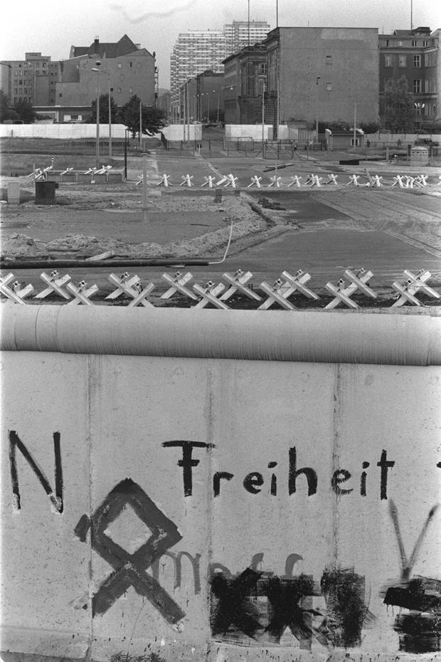 berlin-wall-ap-780617011.jpg