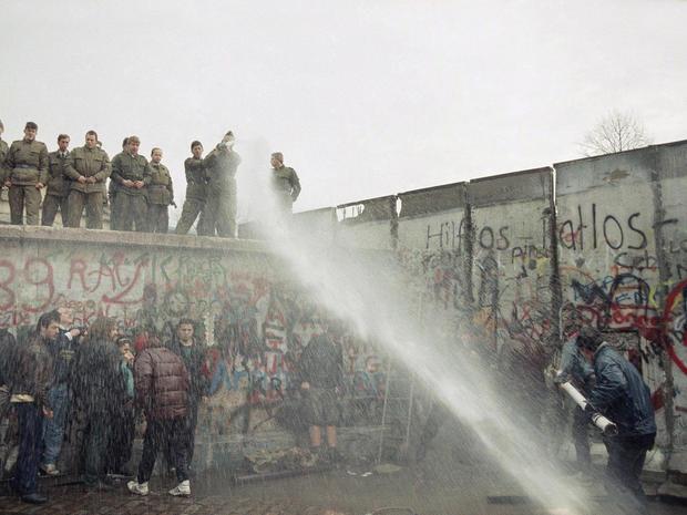 berlin-wall-ap-8911110453.jpg