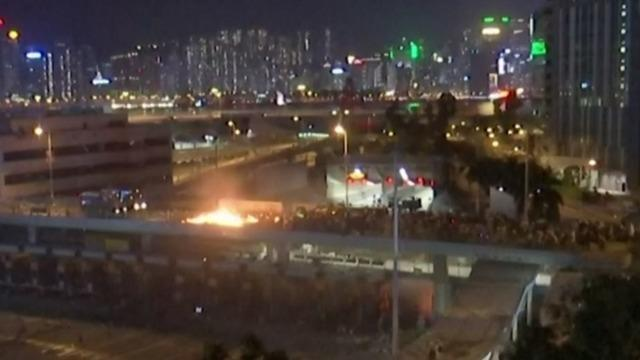 cbsn-fusion-hong-kong-protesters-fire-university-bridges-thumbnail-406405-640x360.jpg