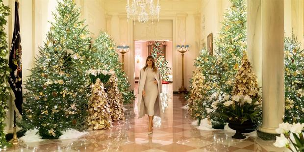 melania-holiday-decor-today-main-191202-4-8606fc5539a66488145ece6f0060b837-fit-2000w-2.jpg