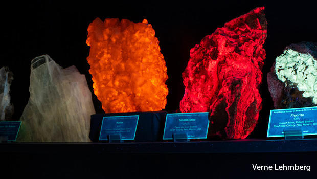minerals-fluorescing-after-exposure-to-uv-light-verne-lehmberg-620.jpg