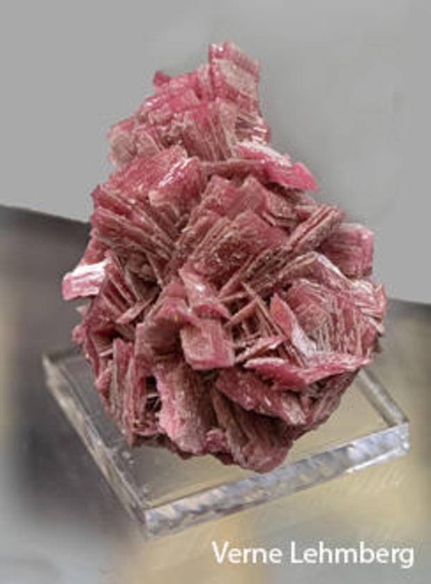 pyroxmangite-vertical-verne-lehmberg.jpg