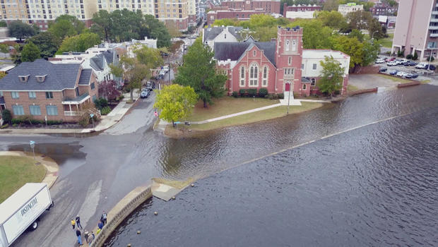 flooding-brought-by-high-tide-in-norfolk-va-620.jpg